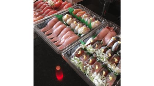 テイクアウトした寿司活のお寿司
