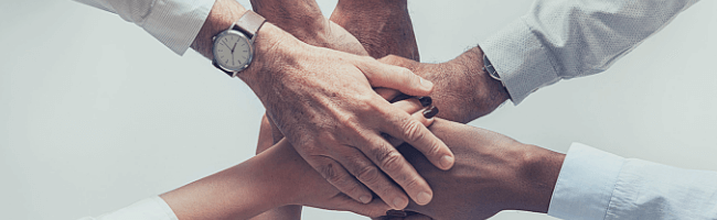 信頼を構築するための握手
