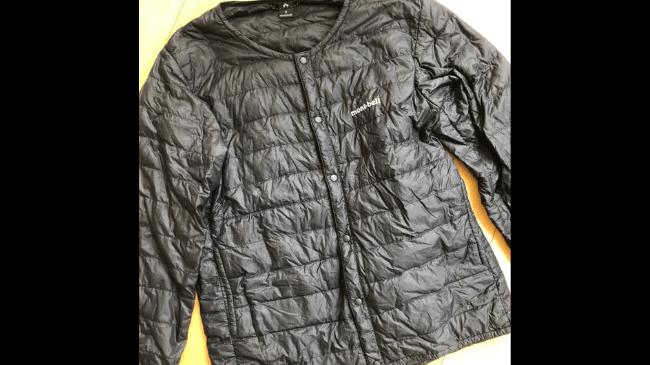 30代メンズミニマリストが使用する年季が入ってきたモンベル スペリオダウン ラウンドネックジャケット