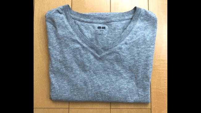 30代メンズミニマリストが使用する少しくたびれてしまったユニクロのスーピマコットンTシャツ