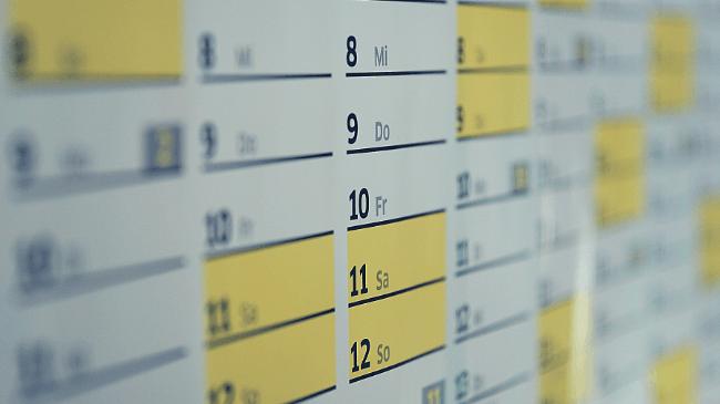予定を書き込んでいるカレンダー
