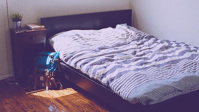 朝起きたばかりのベッドの様子