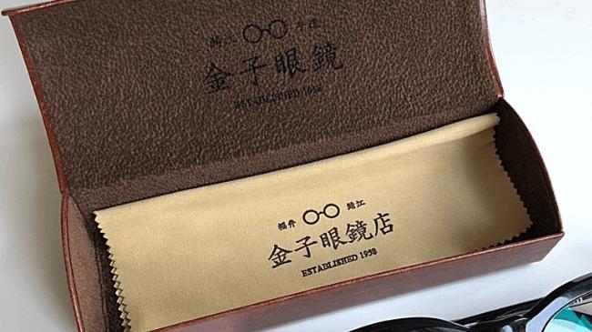 金子眼鏡の革のケースとメガネクリーナー