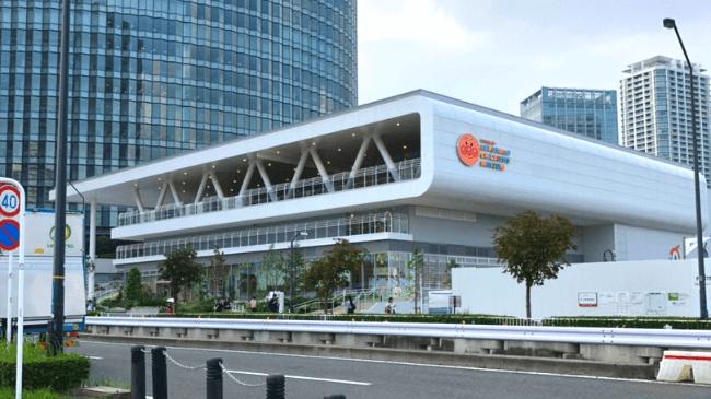 横浜アンパンマンこどもミュージアムを斜めから撮影した写真