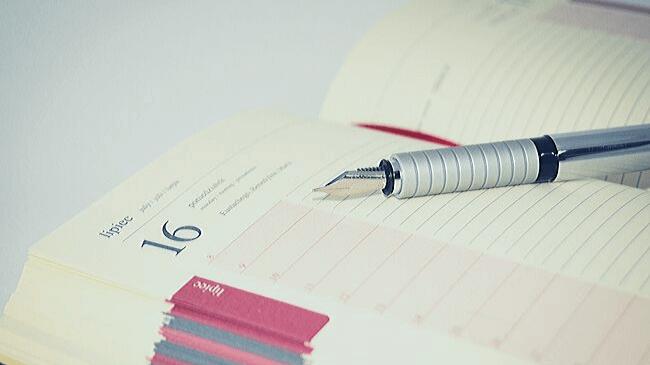 仕事の予定を書き込むための手帳には休む予定が記載されていない