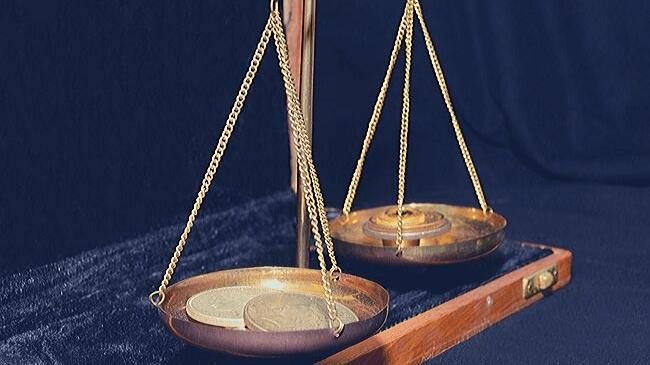 天秤で重さを測るように他人を比較することは難しい