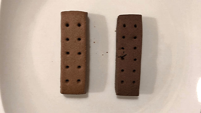 左側がカロリーメイト。右側がライトミール。