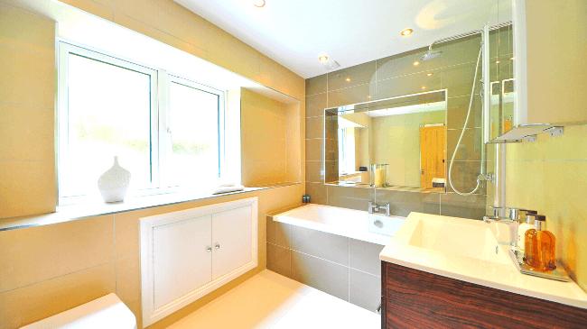 朝にシャワーを浴びるのに最適なバスルーム