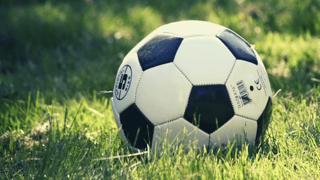 小学生に人気のあるスポーツ(サッカーボール)