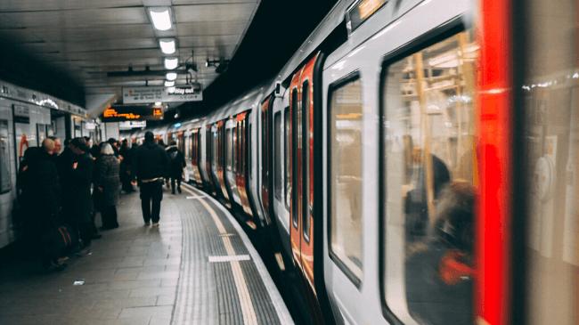 メールの誤送信を防ぐために電車の仕組みを活用する