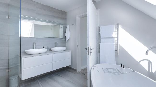 お風呂場が掃除されたおかげで清潔に保たれている状態