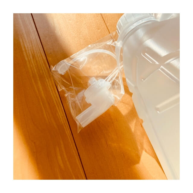 ミヨシ石鹸の無添加せっけん泡のボディソープ 詰替え用に付属した移し替え用キャップ