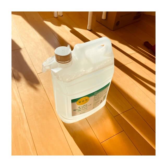 ミヨシ石鹸 無添加せっけん 泡のボディソープ詰替え用を直立させた状態
