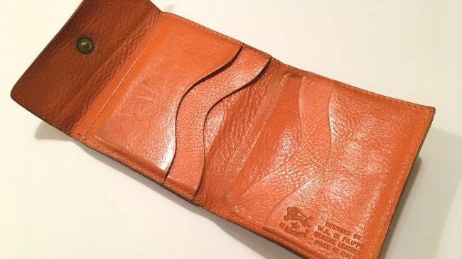イルビゾンテの二つ折り財布(品番:411465)のカード入れ部分