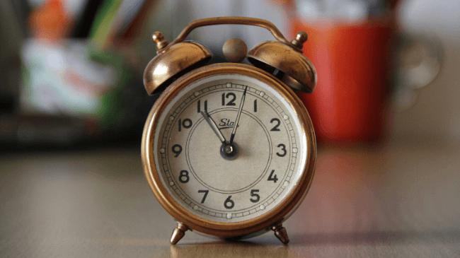 睡眠時間をはかれる目覚まし時計