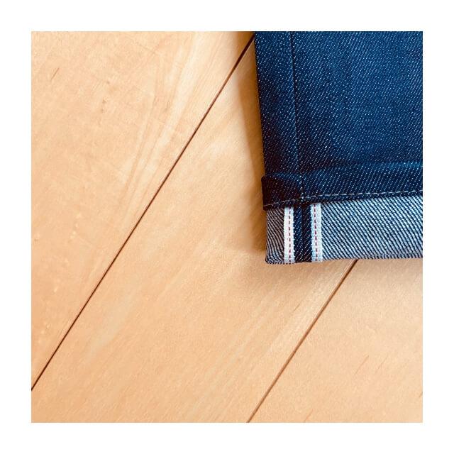 セルビッジジーンズの特徴である赤耳