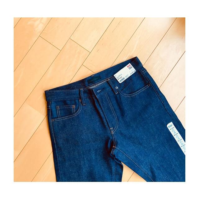 ユニクロのセルビッジジーンズの正面から撮影(購入直後)
