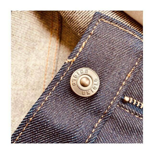 ストレッチセルビッジスリムフィットジーンズのボタン