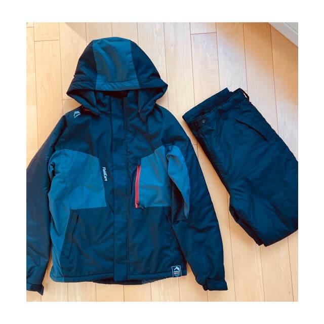 ワークマンのフィールドコアの防風防寒ジャンパーとパンツが合わせて4800円