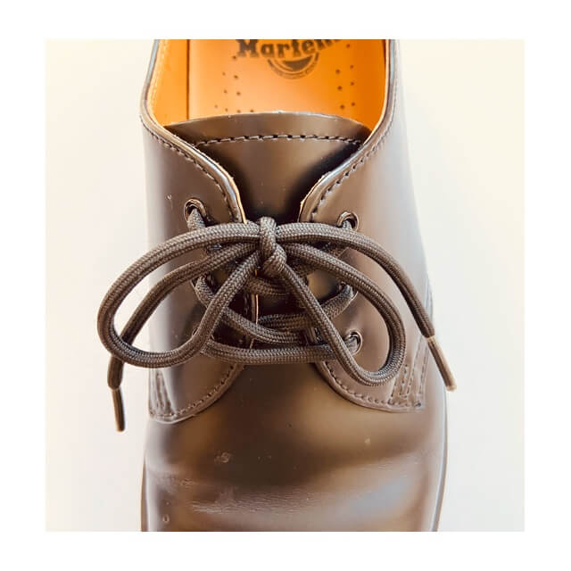 ドクターマーチン 3ホール(1461)の靴紐のアップ