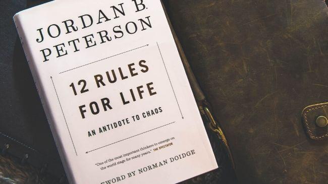 ルールが記載された本