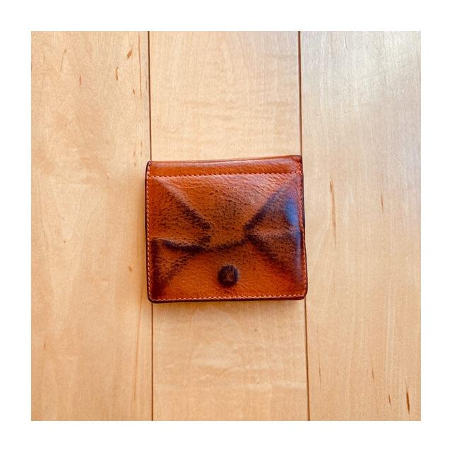 イルビゾンテの財布のバック