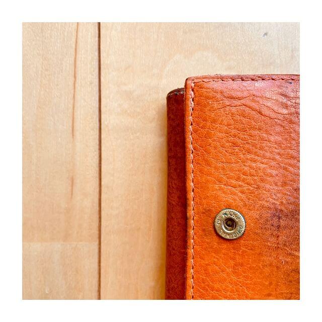イルビゾンテの財布の縫い目のアップ