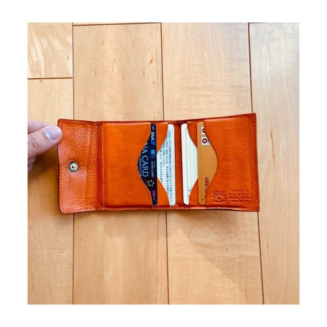 イルビゾンテの財布のカードケース
