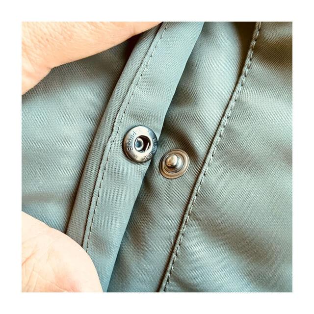 ユニクロのMA-1ブルゾンのポケット用のボタン