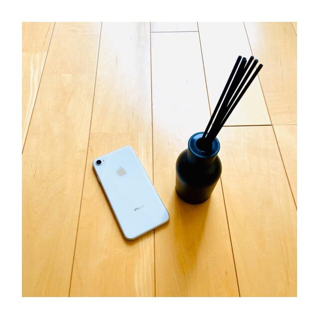 iphoneとダイソーのディフューザー