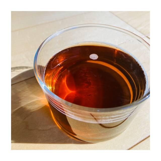 ボデガのグラスにホットの飲み物を入れた直後(麦茶)