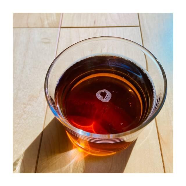 ボデガのグラスに温かい飲み物を入れた後に冷めたしまったところ