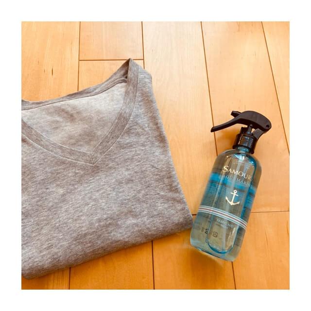 おしゃれなボトルのサムライの消臭スプレーとTシャツ