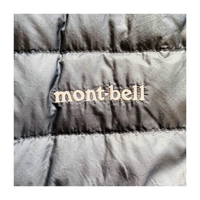 モンベルのインナーダウン(スペリオダウンラウンウドネック)に記載されたブランドロゴ