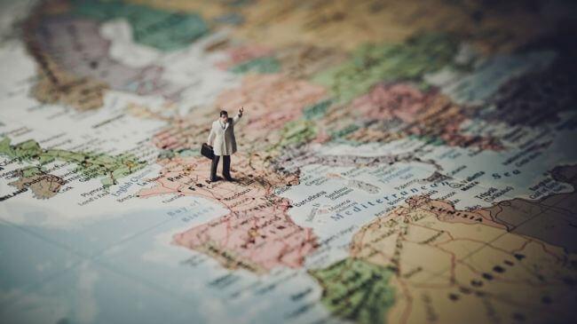 会社帰りに寄り道したいおすすめスポットの記載された世界地図
