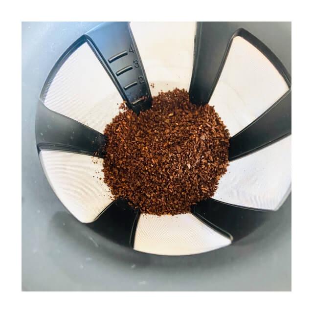 カフェオールドリッパーの粉を入れたところ