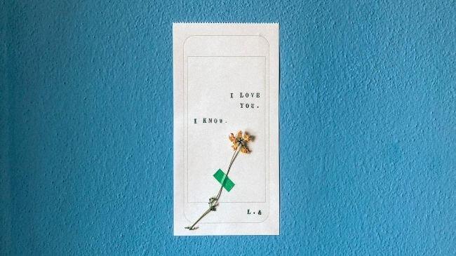 シンプルな手紙と花でも十分親孝行になる