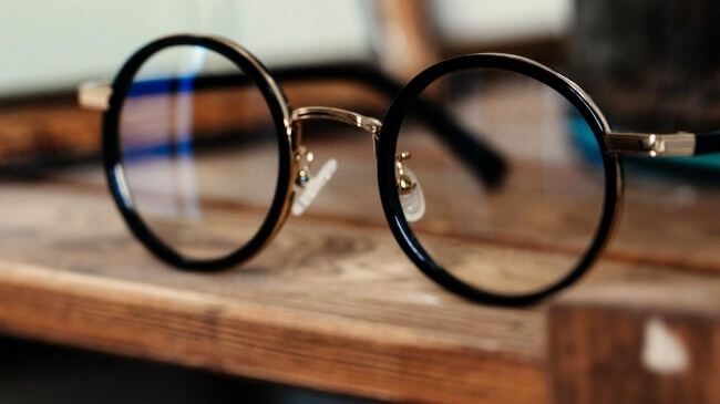 日本の国内ブランドにありそうなメガネのデザイン