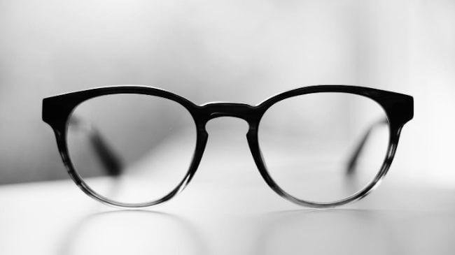 日本の眼鏡ブランドの一つのデザインの眼鏡