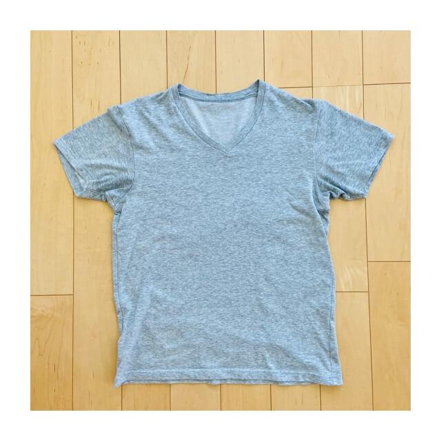 ミニマリストが着ているスーピマコットンTシャツ
