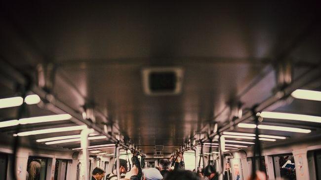 社会人が勉強しやすい通勤中の車内